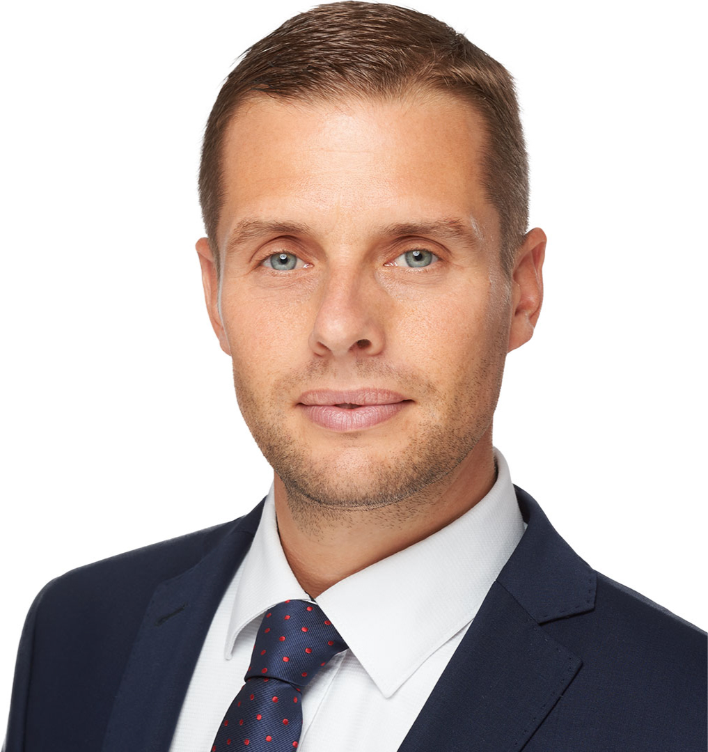 martin-klus-politik-poslanec-nr-sr-kto-som-mobil-background